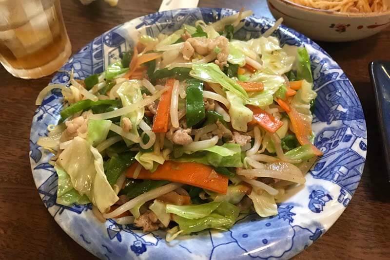 野菜炒め定食は2人分、3人分あるんじゃないかという量
